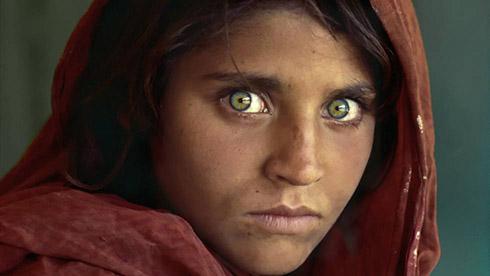 Rostro de niña afgana