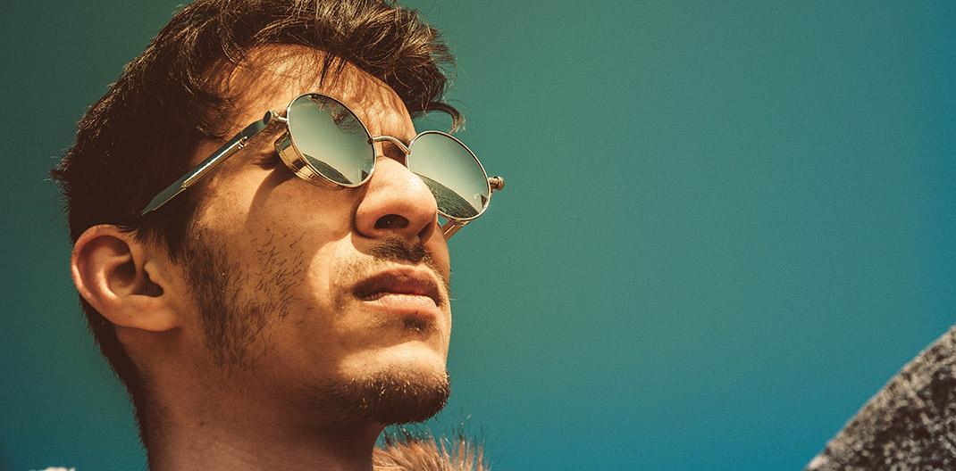 Caras y gafas de sol